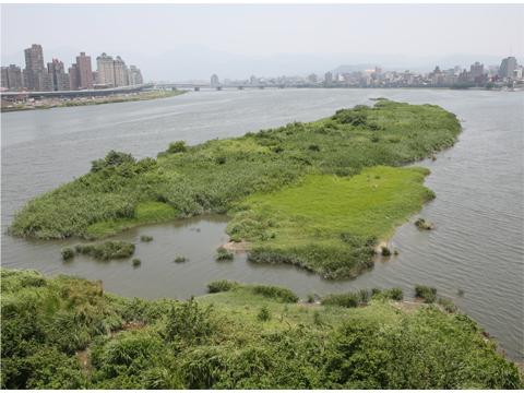 An Empty Terrain in the Danshui River,Taipei