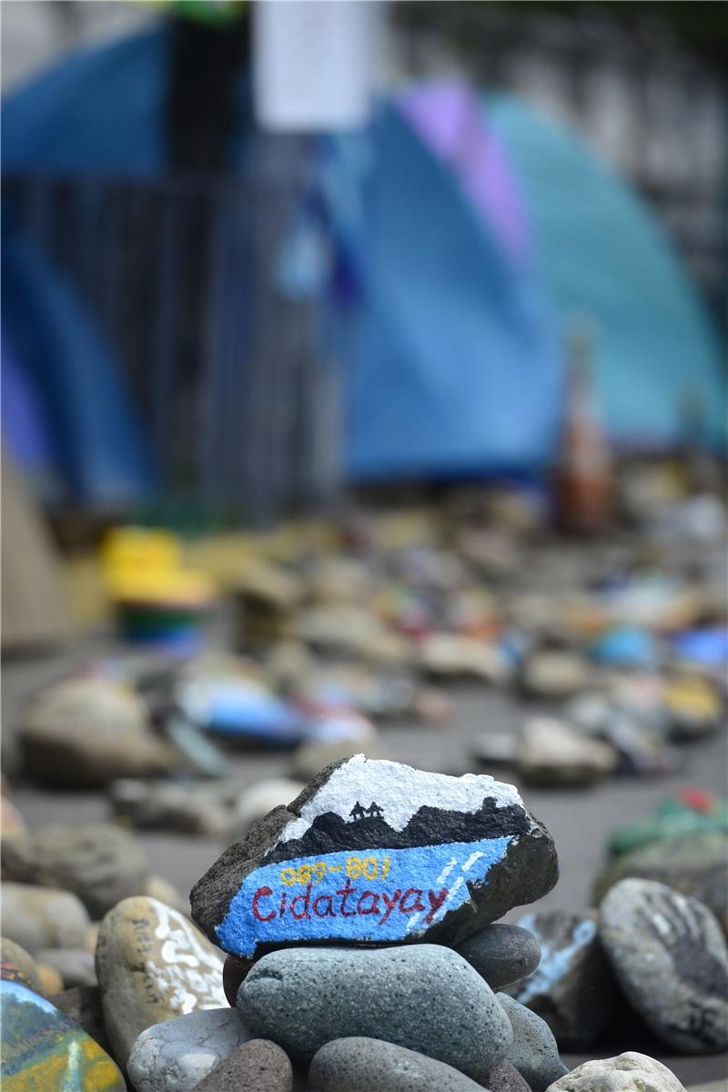 凱道部落上的彩繪石頭。攝影:顏霖沼