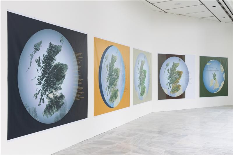 海倫.哈里森 & 牛頓.哈里森,《綜觀蘇格蘭的深層國富》,2018,乙烯基印刷,221×213–280公分