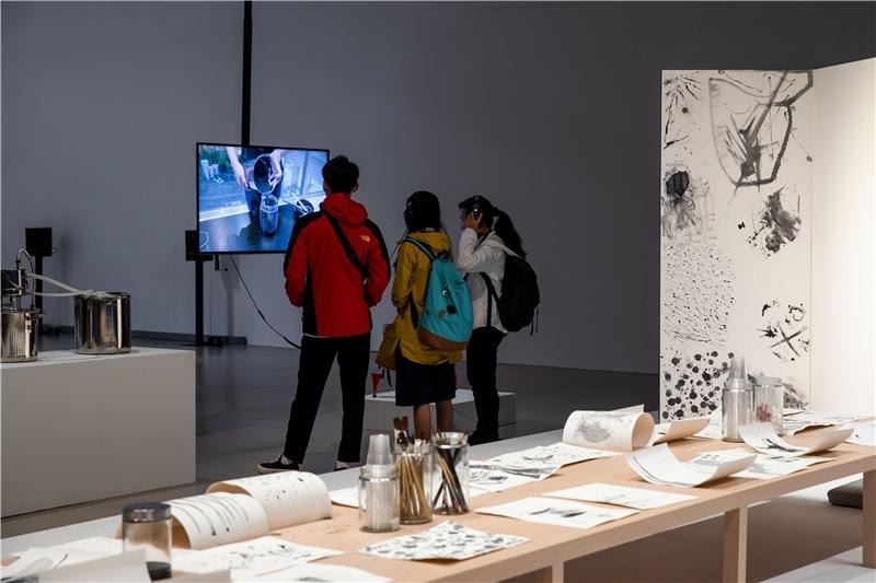 張碩尹,《溪山清遠》,2018,複合媒材,尺寸視空間而定、影片片長約7分鐘