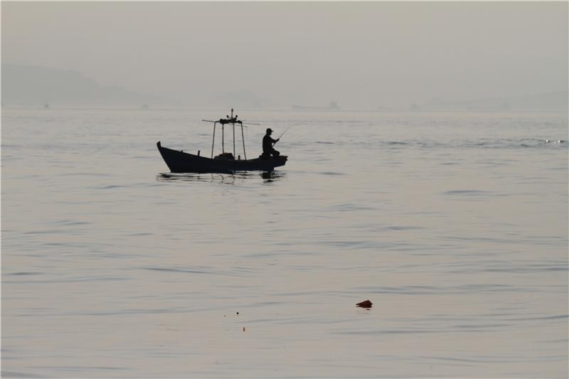 黑潮從花蓮港出發逆時針繞臺灣一圈,發現東北角基隆潮境及深澳灣明顯垃圾分布。