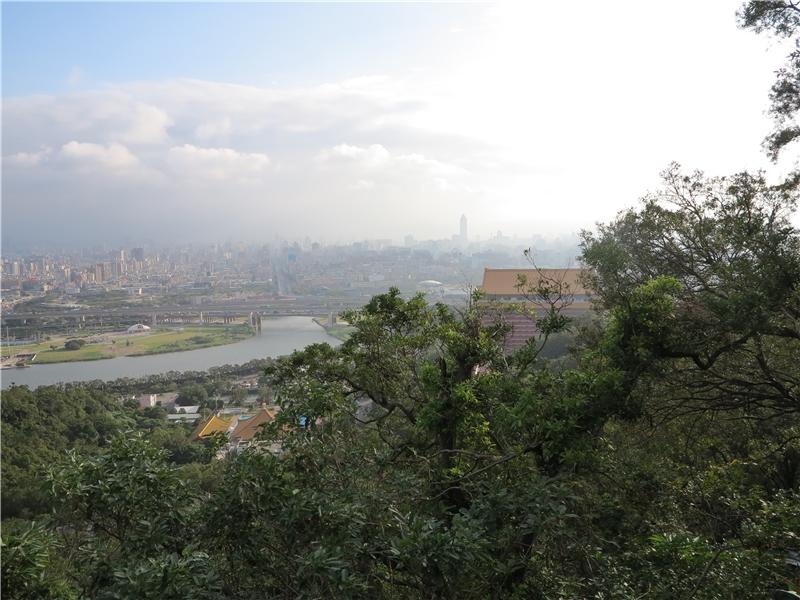 尋訪郭雪湖當年的視角,范欽慧試圖勾勒出九十年前遺留下的聲音線索。