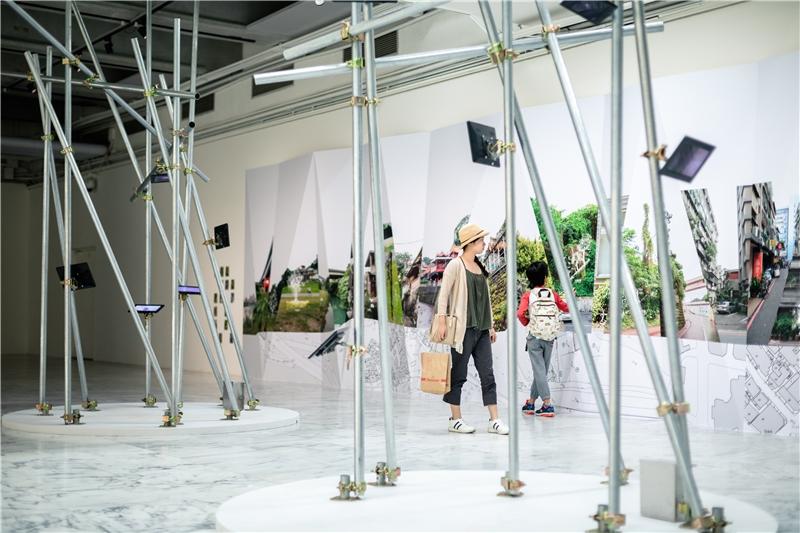 侯志仁 & 鄧信惠,《植物眼中的臺北》,2018,錄像裝置、複合媒材,尺寸視空間而定