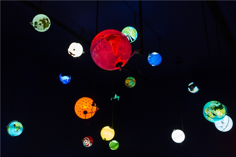 Ingo Günther, Worldprocessor, 1988–ongoing, illuminated globes, 30 cm diameter sphere each. Courtesy of the Artist, Nova Rico SpA, Florence, P3 art and environment, Tokyo